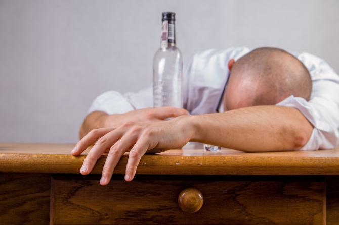 Alcoolul declanșează migrenele