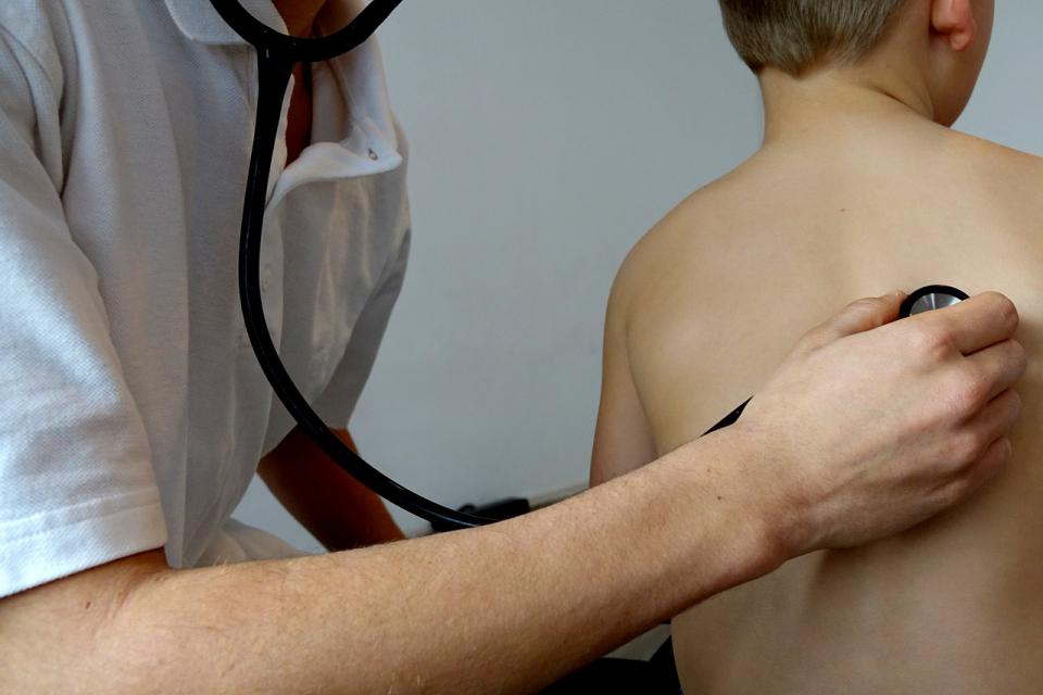 Medicul de familie, încărcat cu controale si adeverințe medicale pentru înscrierea la școală