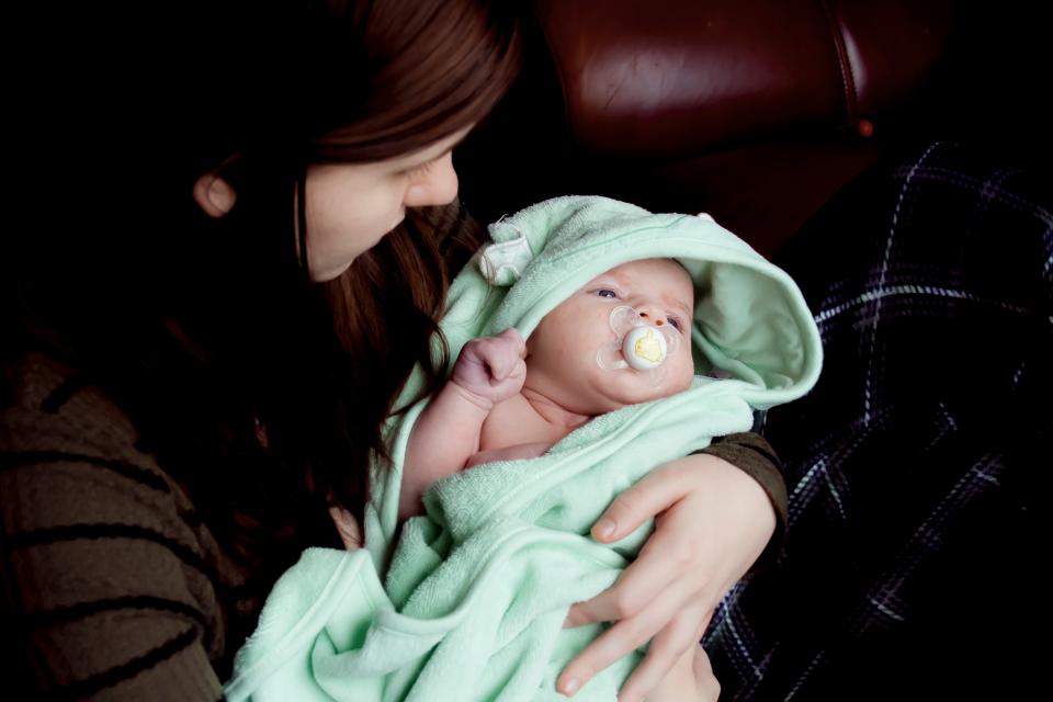 Primul bebeluș e o provocare pe termen lung pentru proaspeții părinți