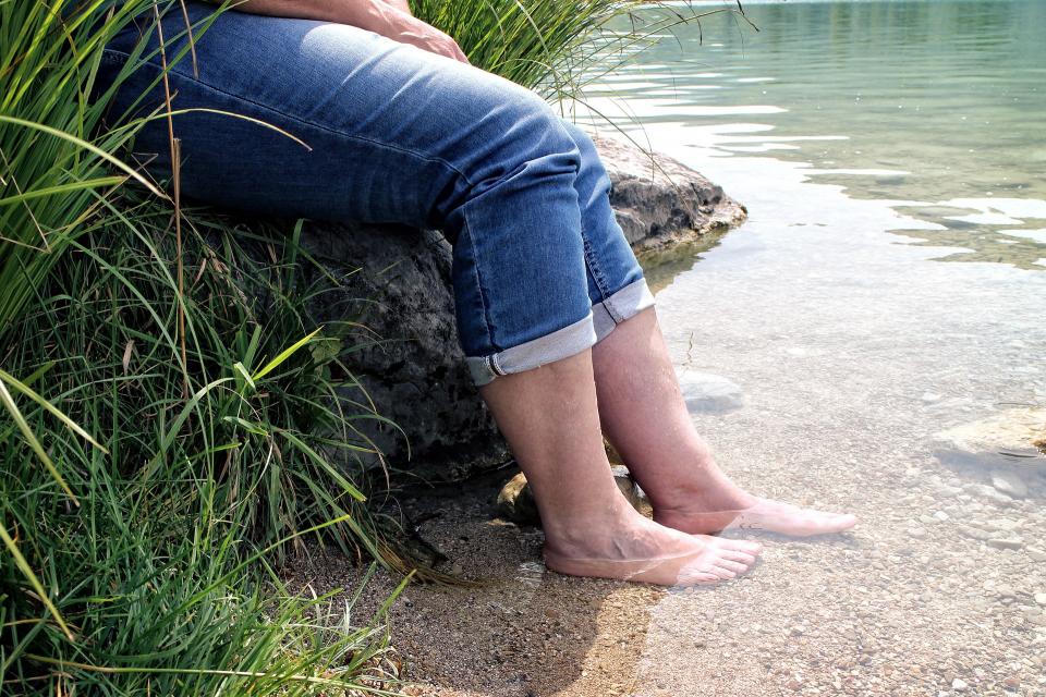 Poți avea picioare umflate din mai multe motive