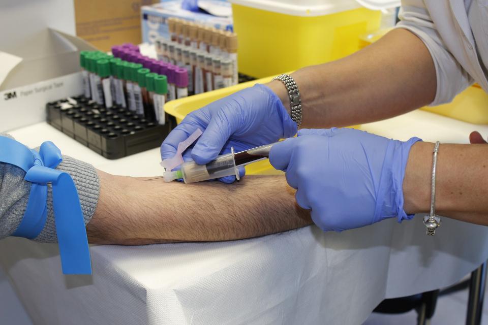 Românii au dreptul anual la o testare a markerilor virali pentru hepatita B și C, cu trimitere de la medicul de familie