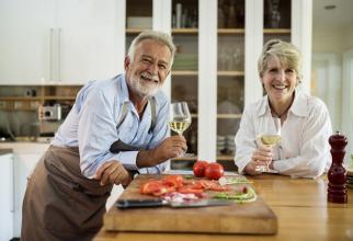 Aportul suplimentar de proteină este benefic la bătrânețe