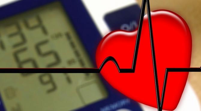 Există implanturi-cip care pot suraveghea ritmul cardiac 24 de ore din 24, arată dr Radu Ciudin