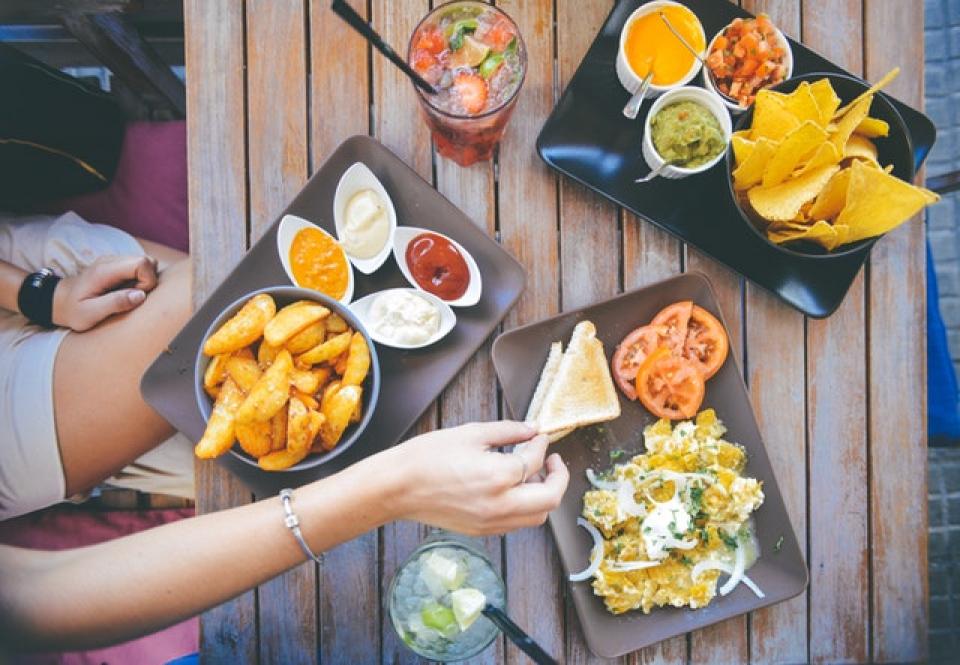 Porții de mâncare la restaurant