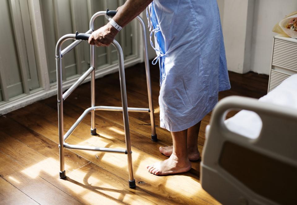 Chiar daca ti-e greu sa te misti, in spital nu e bine sa stai doar in pat!