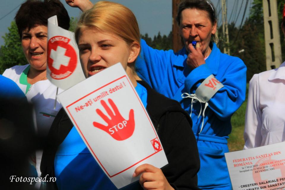 Sindicaliștii de la Sanitas au pichetat Ministerul Muncii