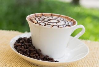 Vederea unor obiecte legate de cafea ne influnețează gândirea