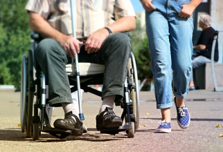 Persoane cu handicap grav