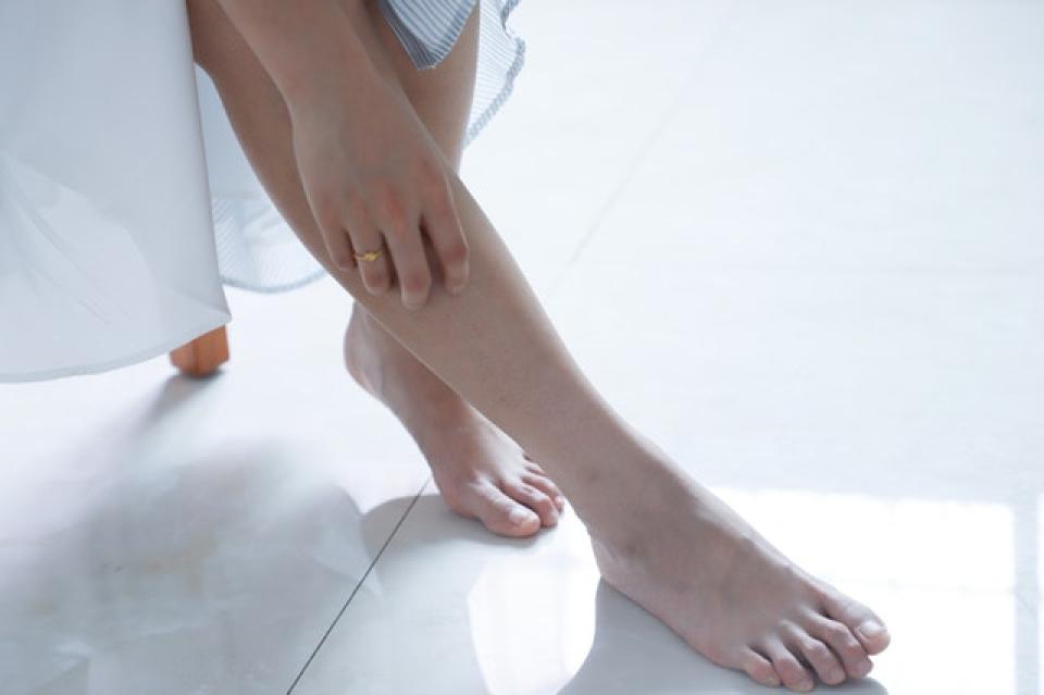 Durerile de picioare pot fi ameliorate cu ortezele găsite în magazin