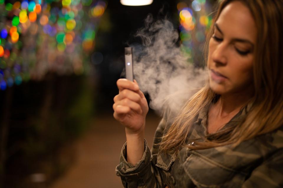 Țigara electronică ar putea cauza boli pulmonare grave