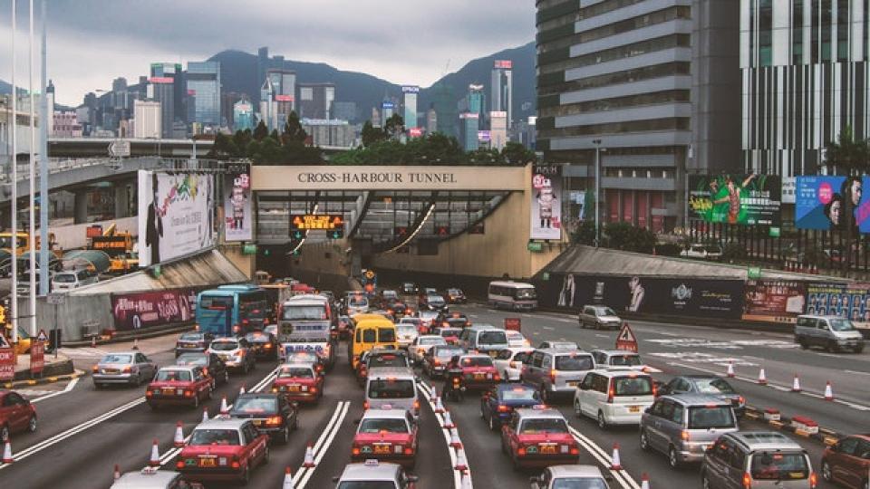 Aerul poluat de mașini contribuie la creștrea riscului de anxietate la copii