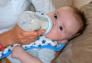 Biberoanele din plastic le pot face rău bebelușilor