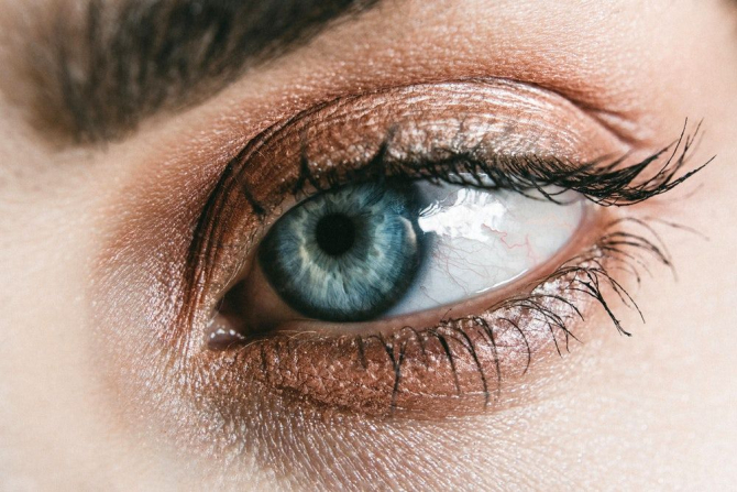 Ochii au de suferit în urma petrecerii prea mult timp în fața ecranului
