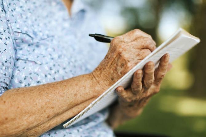 Experimentele universitare arată că seniorii își amintesc lucrurile esențiale