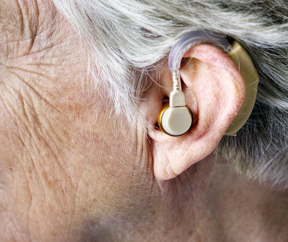 Pierderea auzului este specifică bătrânilor