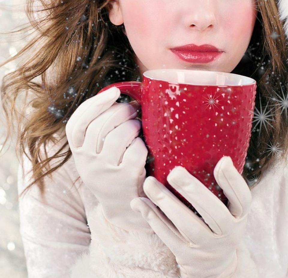 De Sărbători, un moment de relaxare la o cană de ceai cald face minuni pentru starea mintală