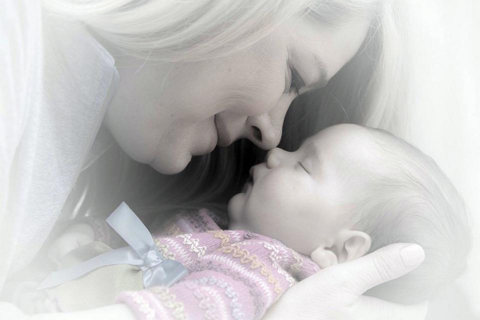 Orice forma de separare, din orice motiv, intre mama si bebelus e nociva