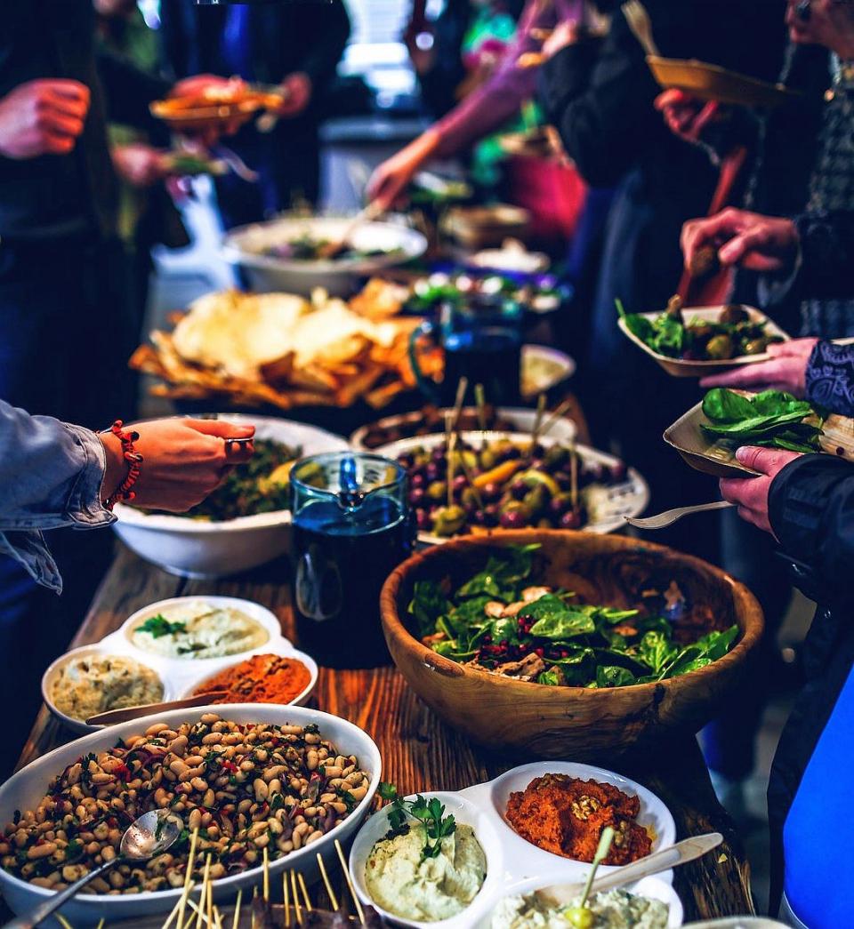 Mâncarea stricată este una dintre sursele care ne poate îmbolnăvi de listerioză