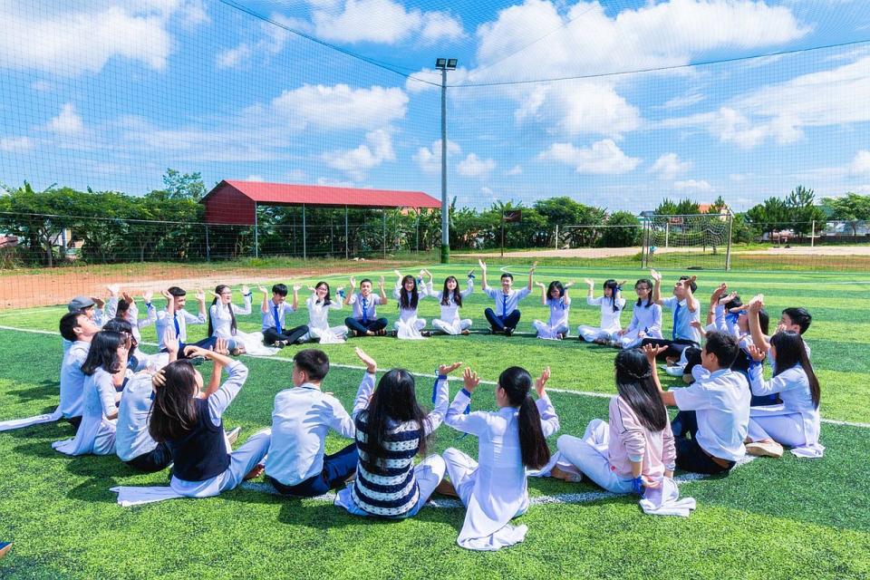 Elevii de gimnaziu care învață să aibă un stil de viață sănătos, inclusiv alimentar, au risc mai mic de obezitate