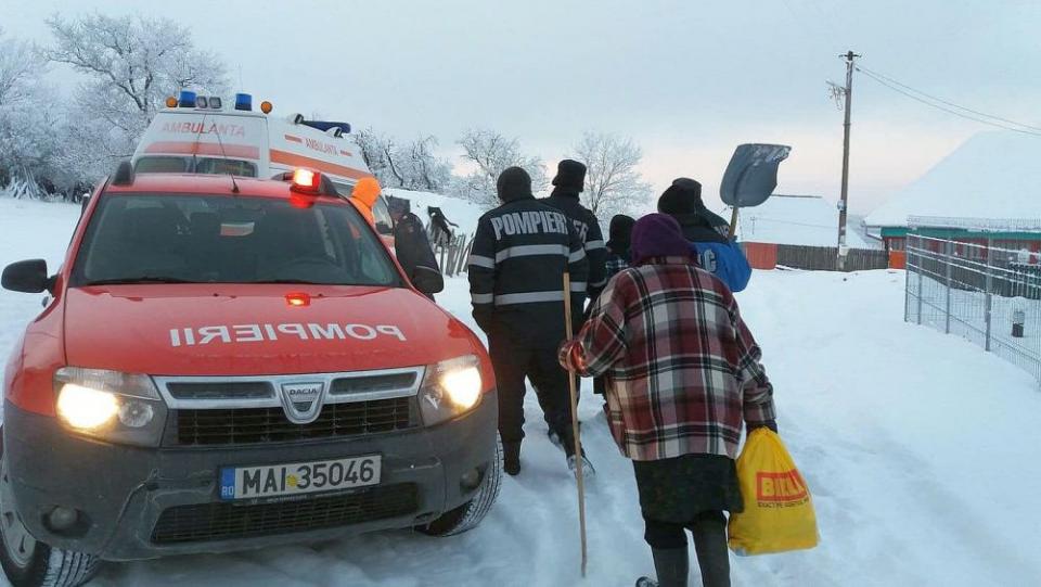 Bătrânii singuri și oamenii fără adăpost pot suferi din cauza frigului. FOTO: Serviciul de Ambulanta Romania