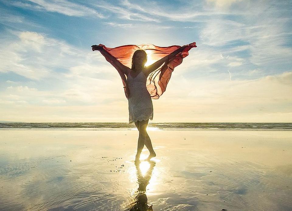 Statul la soare e benefic pentru femeile peste 35 de ani