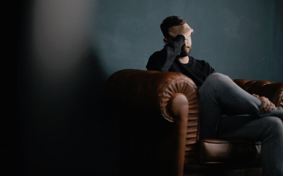 Diverticulita se manifestă prin dureri abdominale, febră și crampe
