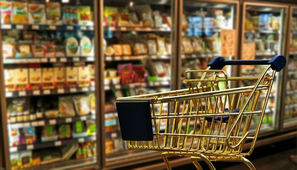 Locuri publice pline cu germeni, magazinul și carucioarele de cumpărături
