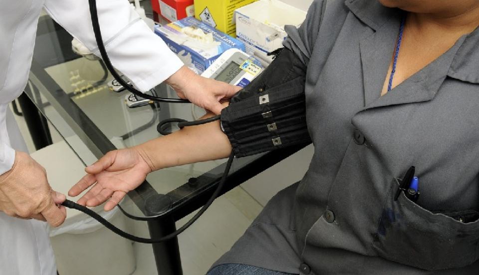Fumătorii au un risc mai mare de a face hipertensiune
