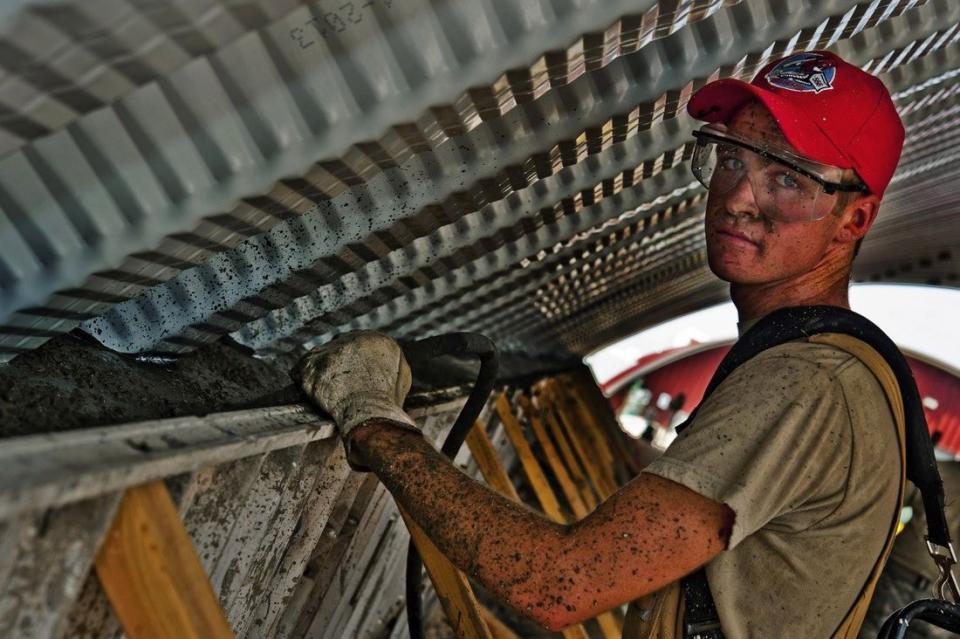 Muncitorii din construcții sunt expuși la tot felul de substanțe chimice