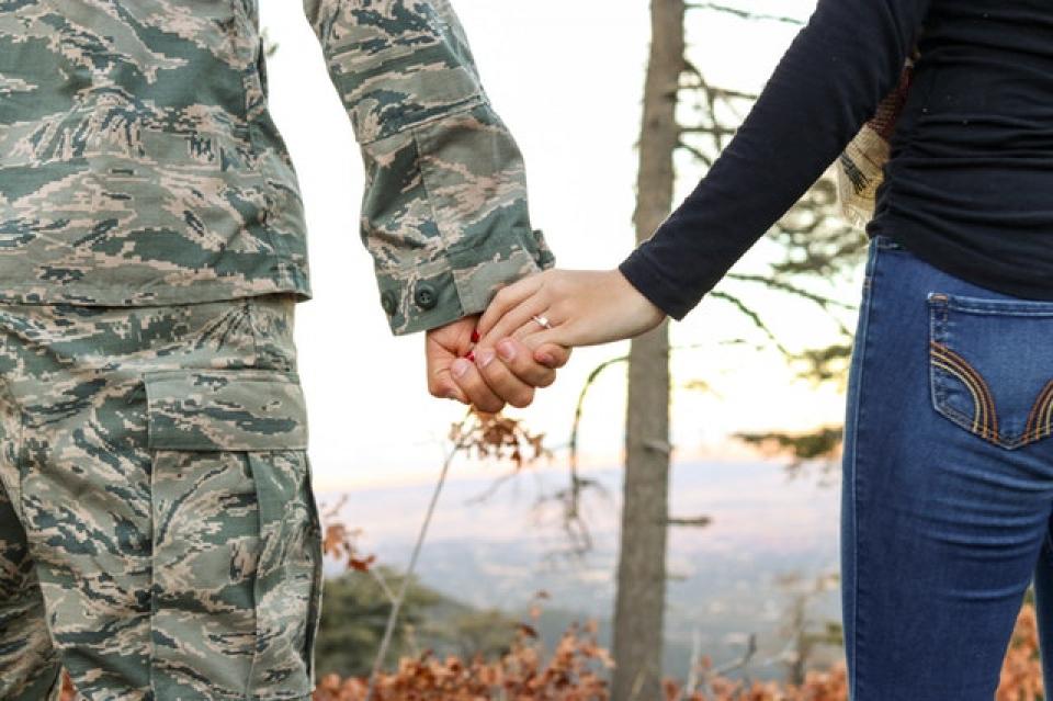 Soțiile militarilor se confruntă cu un risc mai mare de a dezvolta depresie perinatală