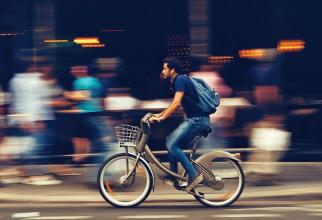 Mersul pe bicicletă poate provoca disfuncția erectilă, dar poți evita astfel de probleme dacă alegi bicicleta și șaua corecte