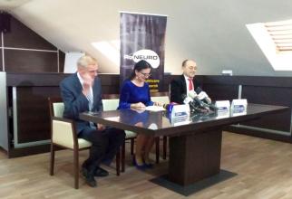 Ministrul Sorina Pintea, între prof.dr. Dafin Mureșanu (dreapta) și prof.dr. Natan M. Bornstein (stânga)