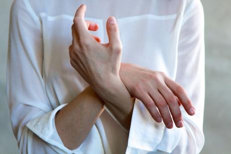imi amortesc degetele de la maini in sarcina