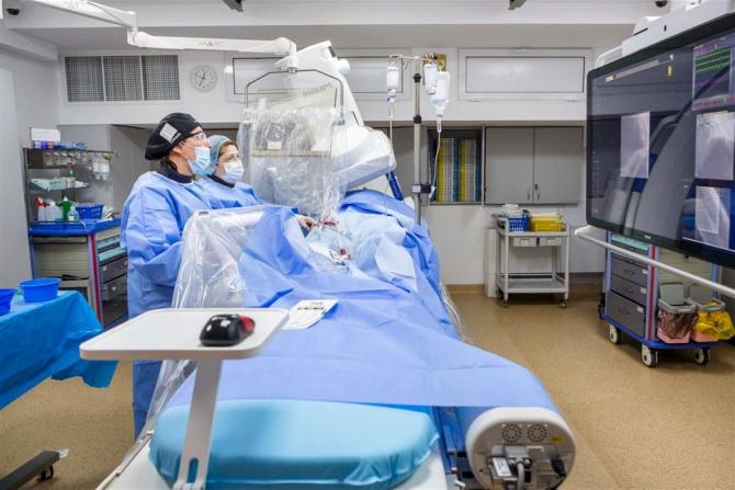 Laboratorul de cardiologie intervențională de la Sanador, intervenție chirurgicală în premieră. FOTO: Sanador