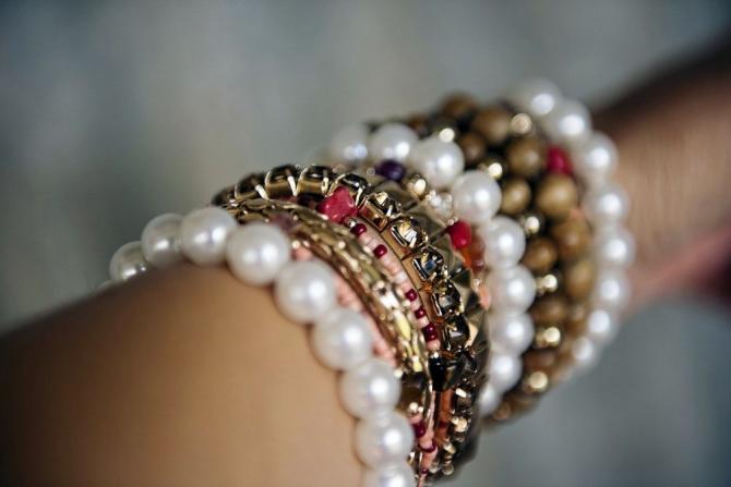 Bijuteriile, mai ales cele care nu sunt din metale nobile, pot provoca alergii sau iritații