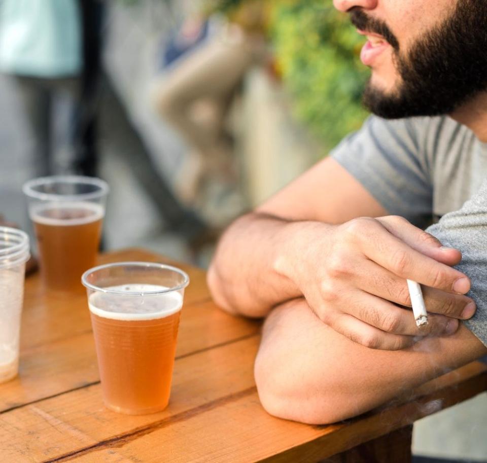 Alcoolul în exces și fumatul nu sunt sănătoase pentru inimă