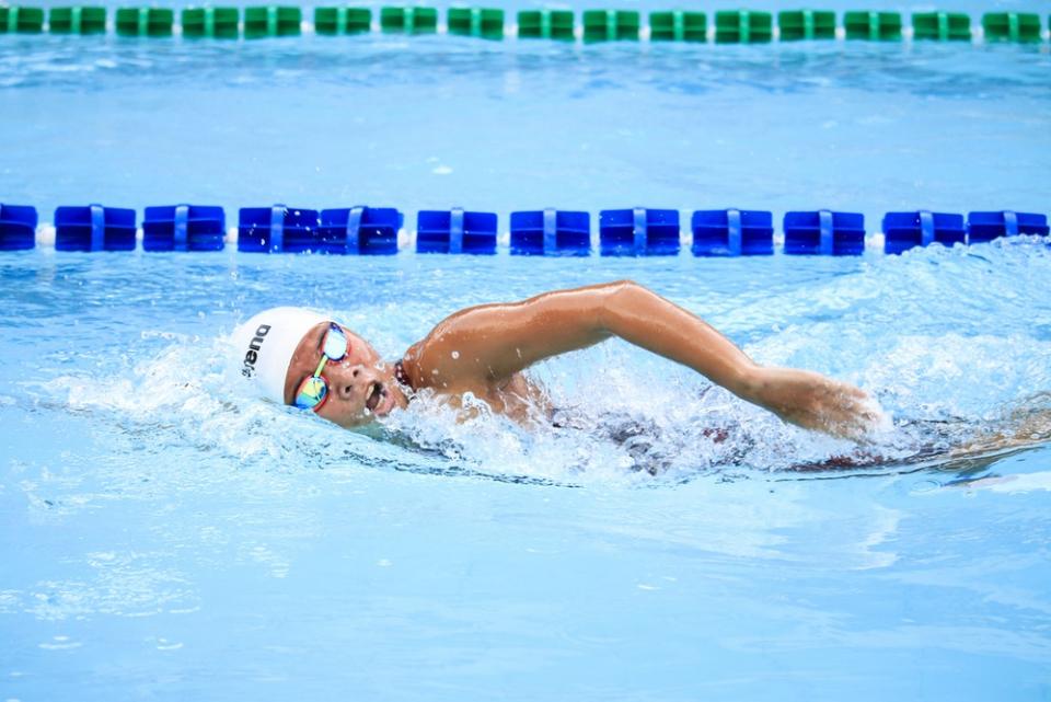 Dintre tipurile de exerciții fizice, cel mai eficient protector este înotul