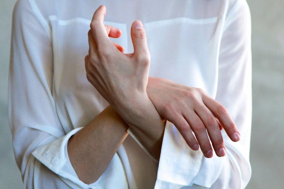 Pacientii cu sindromul de tunel carpian ajung să nu mai poată prinde obiectele între degete, dacă nu se tratează