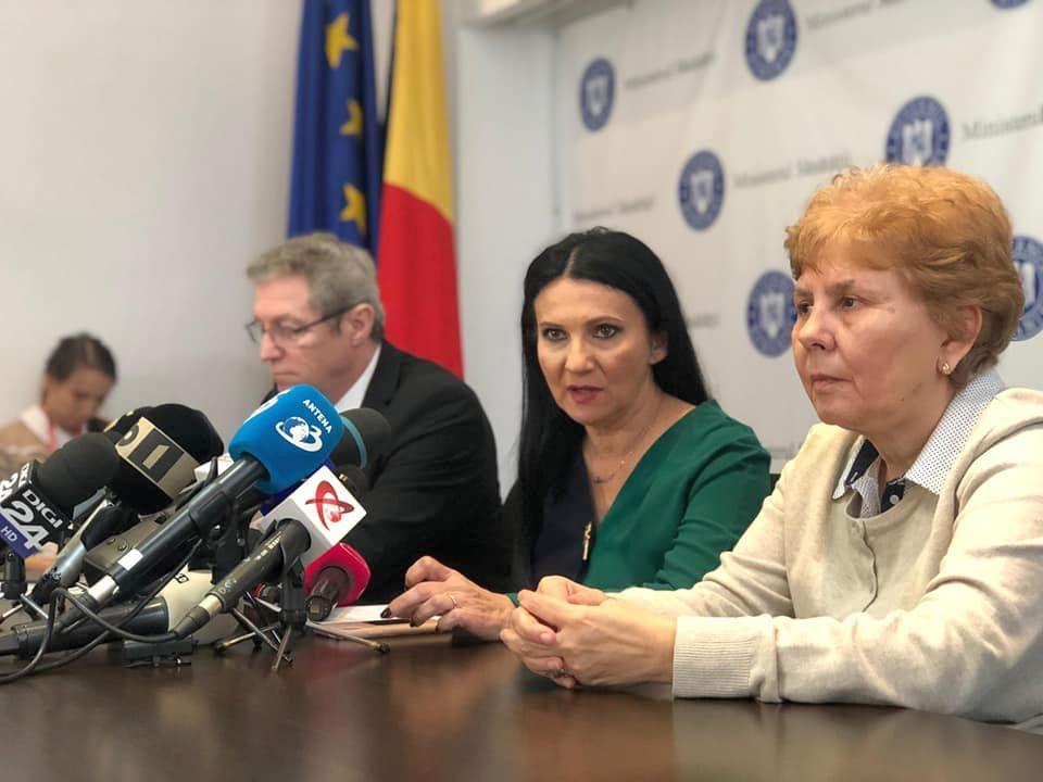 Sorina Pintea (centru), ministrul Sănătății
