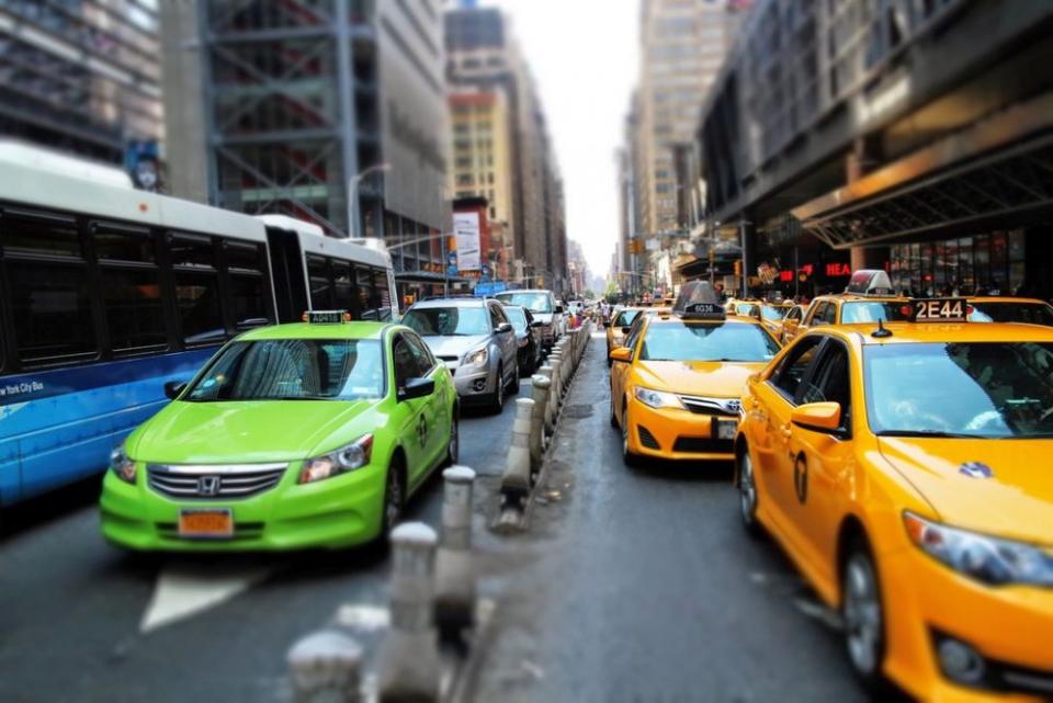 Dacă vrei să faci din plimbare un exercițiu fizic nu alege străzile cu blocaje în trafic