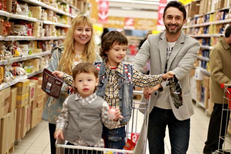 Chiar dacă pierzi mai mult timp la cumpărături, trebuie să citești etichetele produselor dacă vrei să ai o dietă sănătoasă
