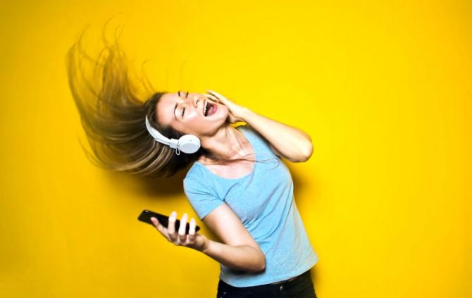 Muzica tare îți afectează auzul pentru o perioadă de timp
