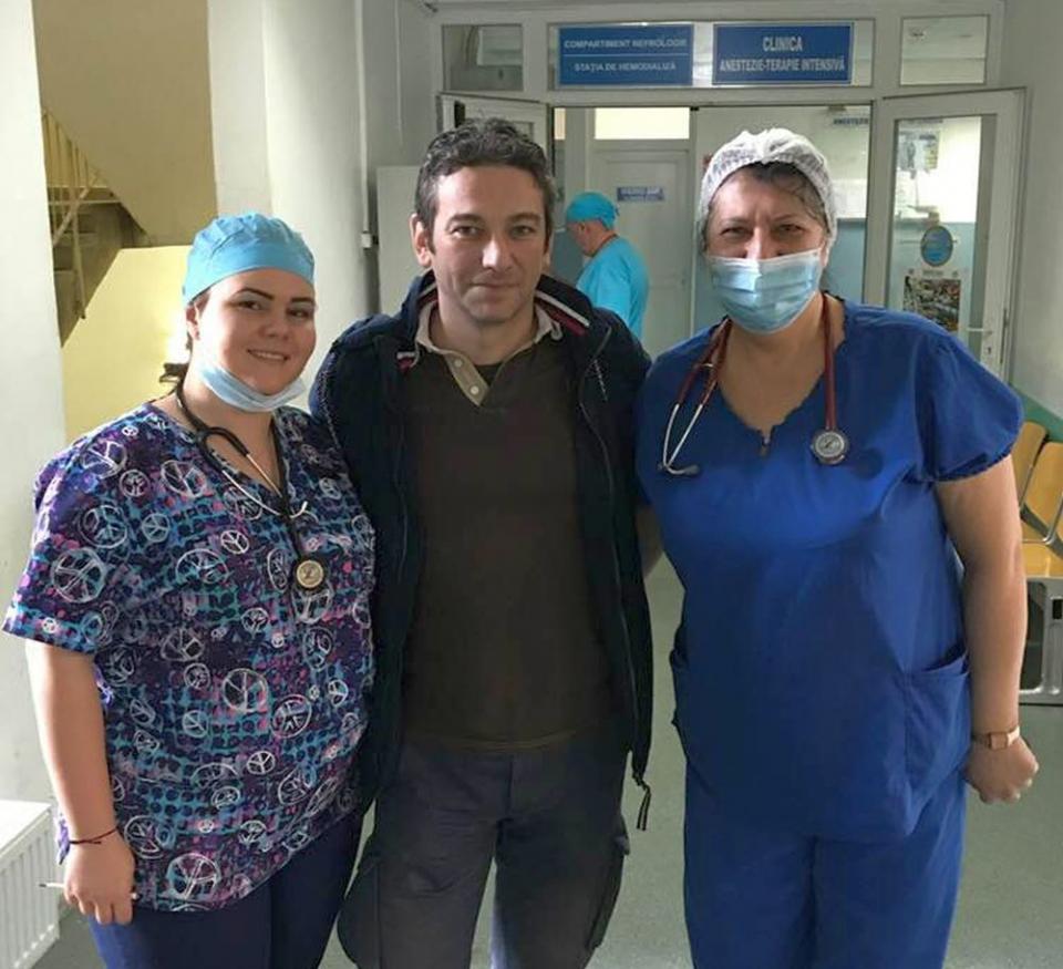 Dr. Radu Zamfir alături de dr. Adela Bostan Danciu și dr.Carmen Pantiș, două membre ale echipei de prelevare de organe de la Spitalul Județean Oradea. foto: Facebook