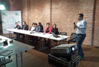 Radu Gănescu, președintele COPAC și reprezentanții mai multor asociații de pacienți și profesioniști din domeniul sănătății, la lansarea companiei