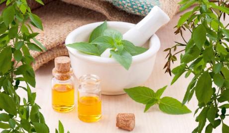 Remediile naturiste mult lăudate pot face foarte mult rău pacienților cu cancer