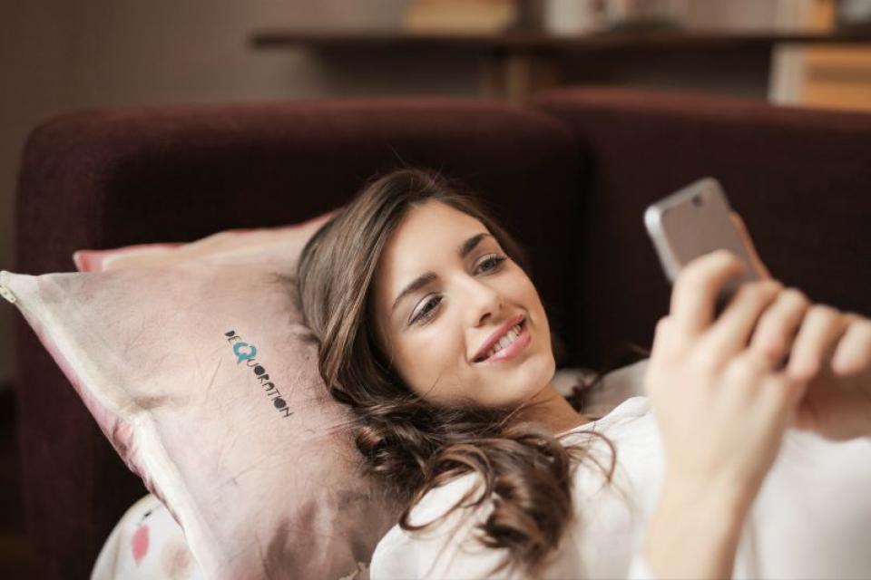 Verificarea telefonului înainte de culcare detriorează calitatea somnului  FOTO: pexels.com