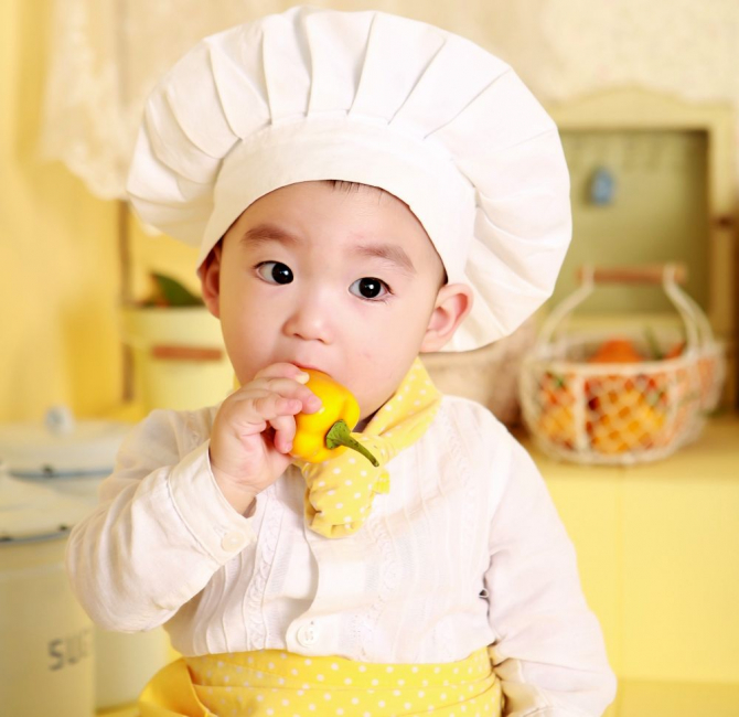 Escherichia coli e un pericol real! Copilul trebuie spălat pe mâni și nu trebuie lăsat să bage în gură alimente nespălate