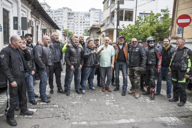 """Motocicliștii din cluburile bucureștene, primii donatori la lansarea campaniei """"România are sânge de rocker"""". Fotografii de Alma Ghiulea"""