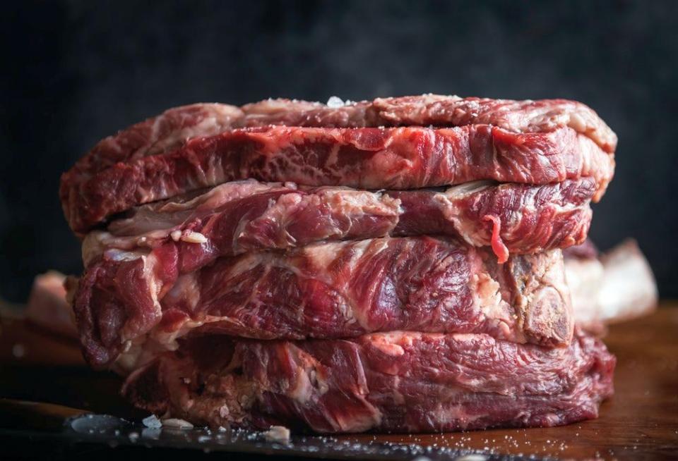 Carne de porc expirată