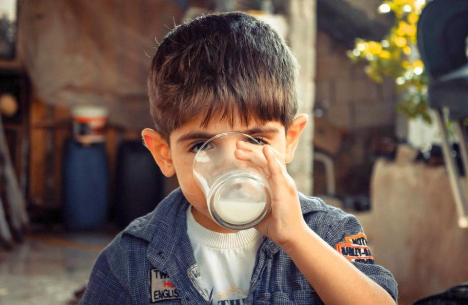 """S-a crezut ca micutii ar fi făcut toxiinfectie alimentara de la laptele primit gratuit la școală în programul """"Laptele și cornul"""""""
